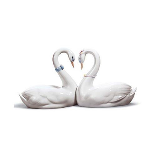 lladro 01006585 ENDLESS LOVE Available at Mirage Fine Jewelers